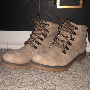 Tan fashion work boots